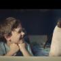 少年からペンギンへ、クリスマスの贈り物|【おすすめ動画】